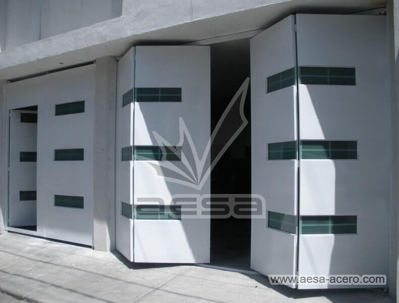 imagen de portón plegadizo de cuatro hojas