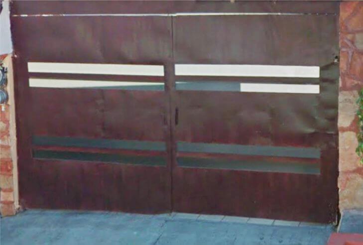 imagen de portón con lamina ondulada y empalmes