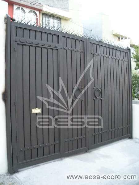 0220-544-porton-sencillo-economico-tablero-acanalado-metal-herreria-metalico-chocolate