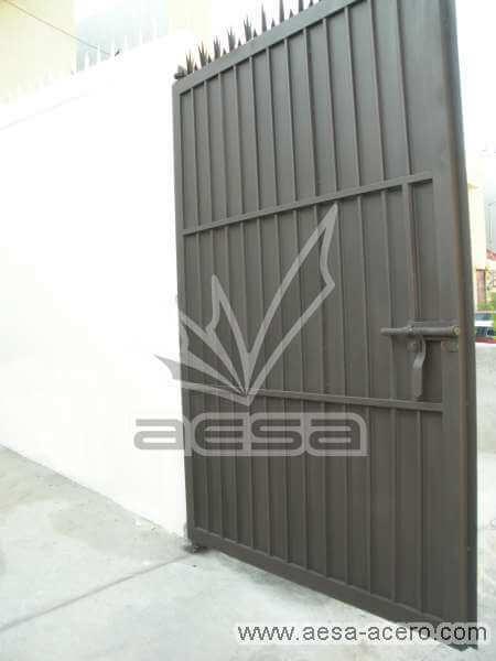 0220-544-porton-sencillo-economico-tablero-acanalado-metal-herreria-sin-forro-interior