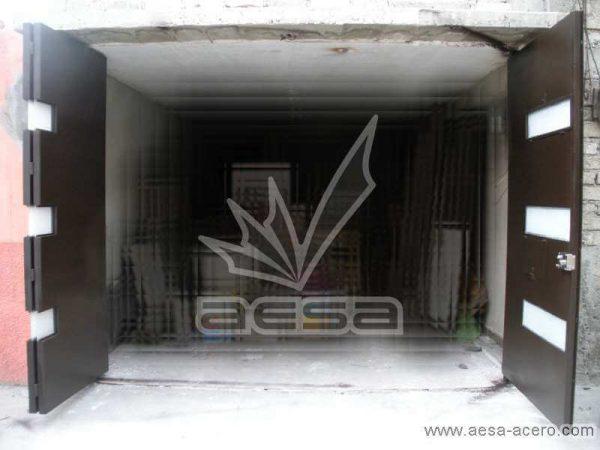 0230-512-porton-minimalista-vidrios-rectangulares-plegadizo-puerta-peatonal-garage