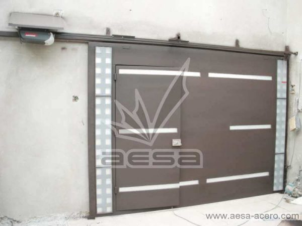 0390-117-porton-moderno-cuadricula-lateral-vidrios-rectangulares-horizontales-automatico