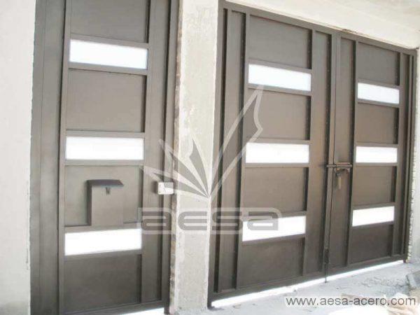 0420-512-porton-minimalista-vidrios-rectangulos-horizontales-moderno-sin-forro-interior