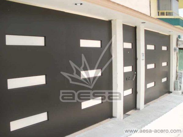 0480-512-porton-minimalista-moderno-ventanas-rectangulares-vidrio-fachada-moderna