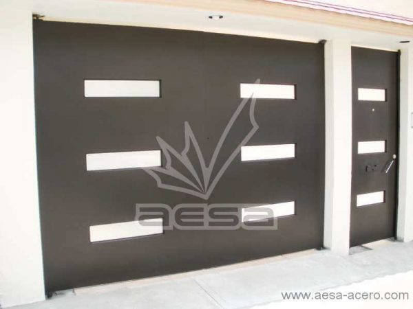 0480-512-porton-minimalista-moderno-ventanas-rectangulares-vidrio-instalacion-satelite