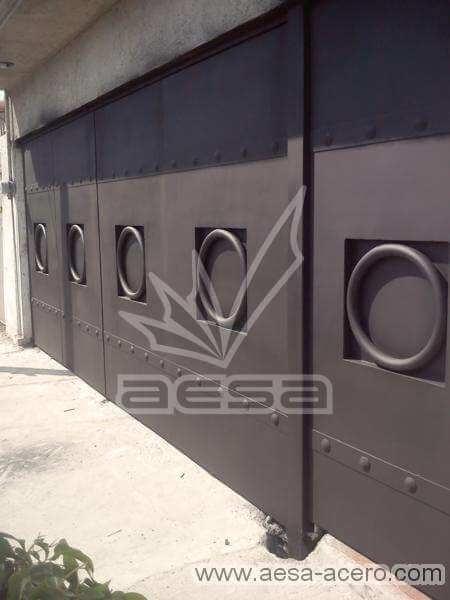 0500-5223-porton-moderno-liso-aro-gigante-adornos-chapetones-seguridad-herreria-fina