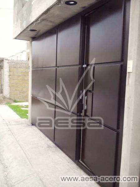 0560-592-porton-moderno-rectangulos-salidos-entrecalle-puerta-integrada