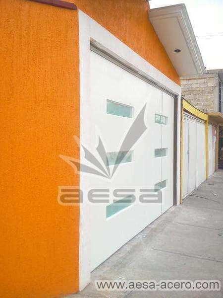 0570-512-porton-minimalista-rectangulos-horizontales-moderno-fachada