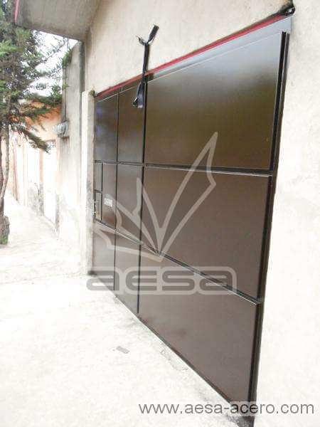 0590-592-porton-moderno-charolas-rectangulares-chico-puerta