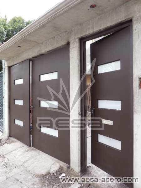 0620-512-porton-minimalista-vidrios-rectangulos-horizontales-puerta-peatonal