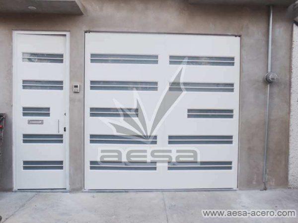 0700-5632-porton-moderno-minimalista-vidrios-horizontales-proteccion-exterior
