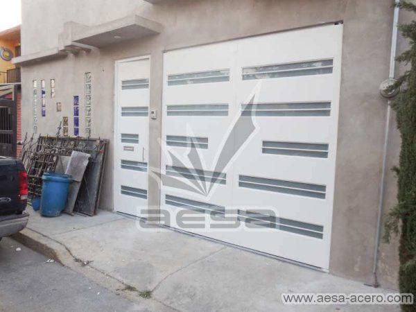 0700-5632-porton-moderno-minimalista-vidrios-horizontales-proteccion-exterior-juego-puerta