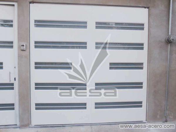 0700-5632-porton-moderno-minimalista-vidrios-horizontales-proteccion-exterior-lamina-doblez