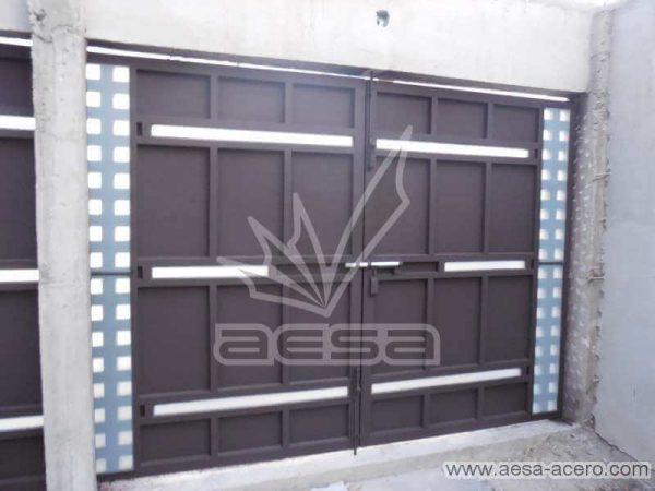 0720-117-porton-minimalista-cuadricula-lados-vidrios-rectangulares-angostos-sin-forro-interior