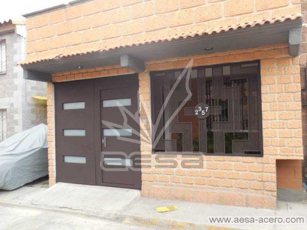 0730-512-porton-minimalista-vidrios-rectangulos-horizontales-moderno-puerta-integrada