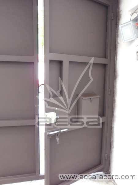 0760-592-porton-moderno-charolas-rectangulares-puerta-sin-forro