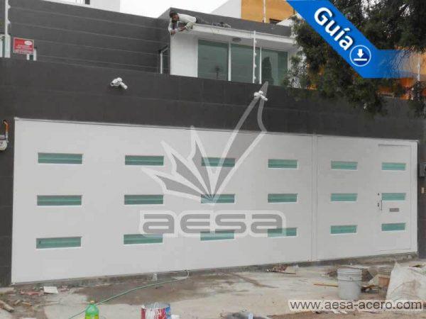 0770-512-porton-minimalista-vidrios-rectangulares-horizontales-moderno-aesa-acero
