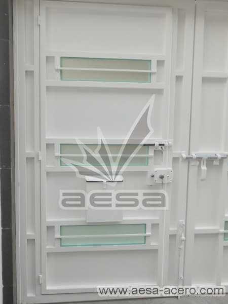0770-512-porton-minimalista-vidrios-rectangulares-horizontales-moderno-puerta-sin-forro