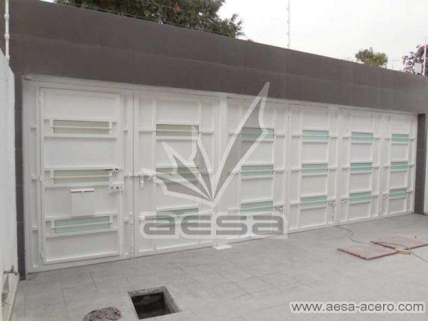 0770-512-porton-minimalista-vidrios-rectangulares-horizontales-moderno-vista-interior