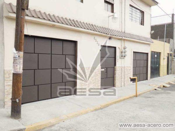 0790-597-porton-moderno-cuadros-defasados-ladrillos-fachada