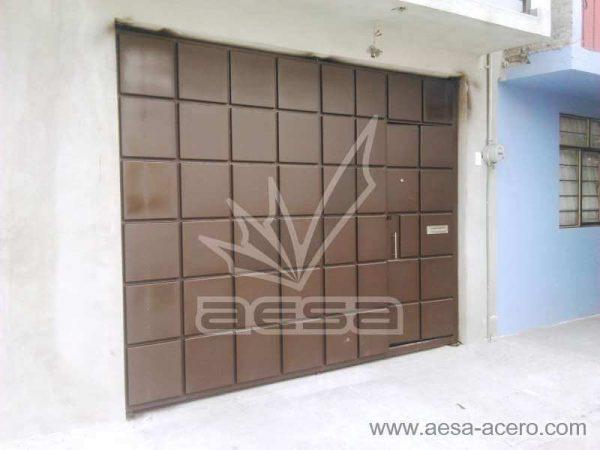 0830-5111-porton-moderno-cuadros-salidos-botados-metal-puerta-integrada