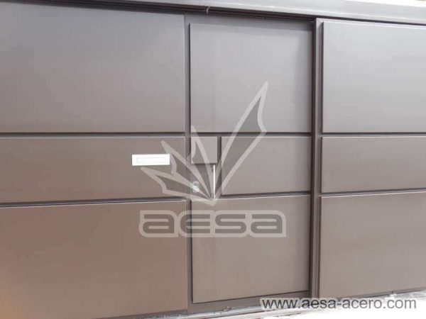 0860-592-porton-moderno-charolas-rectangulares-sin-marquesina-puerta-acercamiento