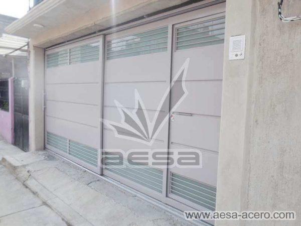 0880-5832-porton-minimalista-charolas-vidrios-rejilla-moderno-puerta-integrada
