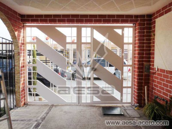 0890-114-porton-minimalista-diagonal-cuadricula-puerta-integrada-doble-vista