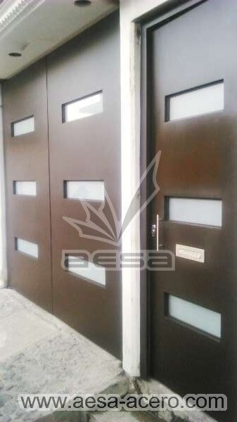 0940-512-porton-minimalista-vidrios-rectangulares-moderno-juego-puerta