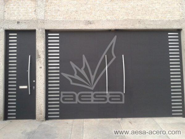 0950-116-porton-minimalista-rejilla-lateral-jaladeras-grandes-curvas-fachada
