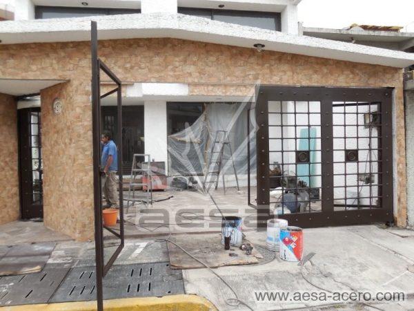 0970-511-porton-cuadricula-tubos-nudos-vidrio-chapetones-instalacion
