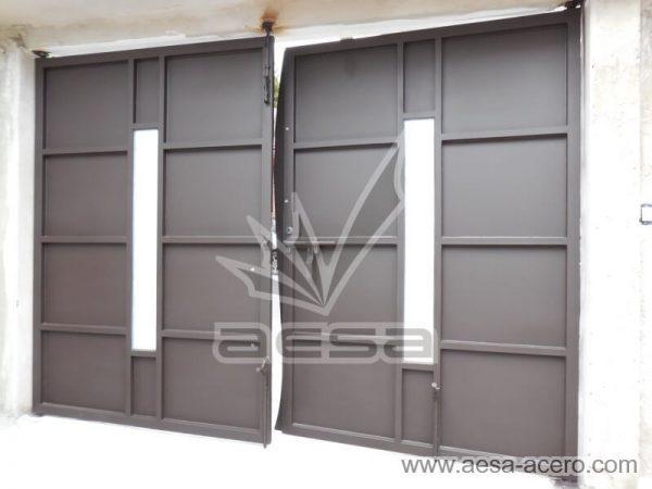 0990-113-porton-moderno-vidrio-cental-batiente-curva-sin-forro-interior