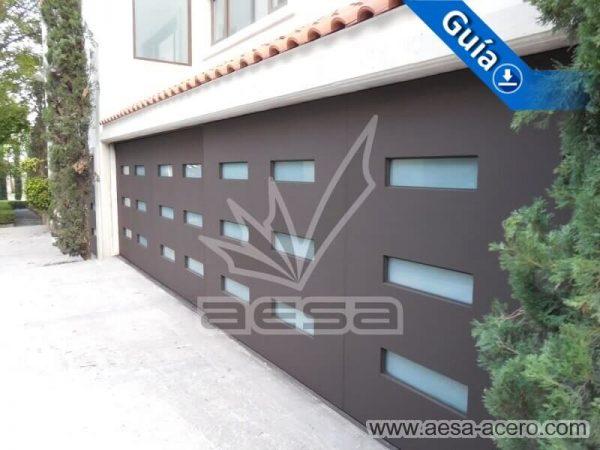 1010-512-porton-minimalista-vidrios-rectangulares-moderno-fachada