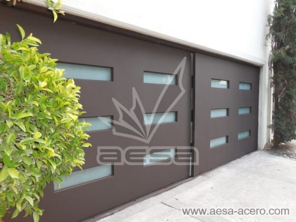 1010-512-porton-minimalista-vidrios-rectangulares-moderno-garage-dos-vehiculos