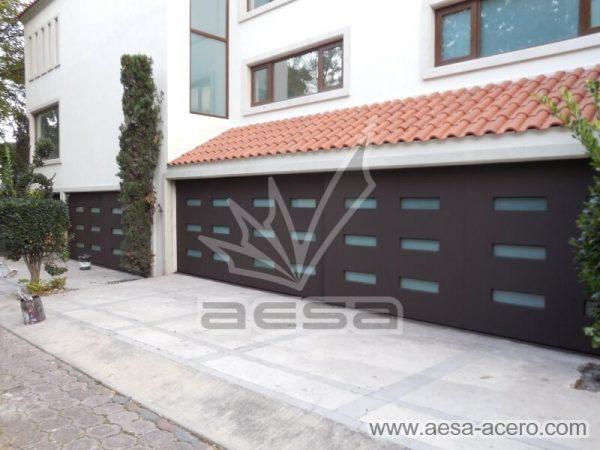 1010-512-porton-minimalista-vidrios-rectangulares-moderno-residencial