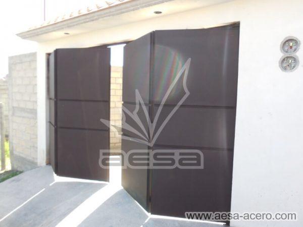 1020-592-porton-moderno-minimalista-rectangulos-relieve-plegadizo-apertura