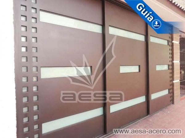 1050-117VG-porton-minimalista-vidrios-rectangulos-anchos-cuadricula-lateral-cerrado