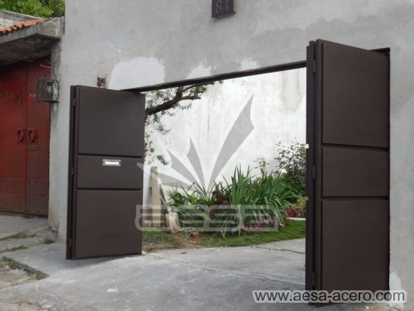 1150-592-porton-moderno-minimalista-rectangulos-relieve-plegadizo-cuatro-hojas-aprovecha-espacio