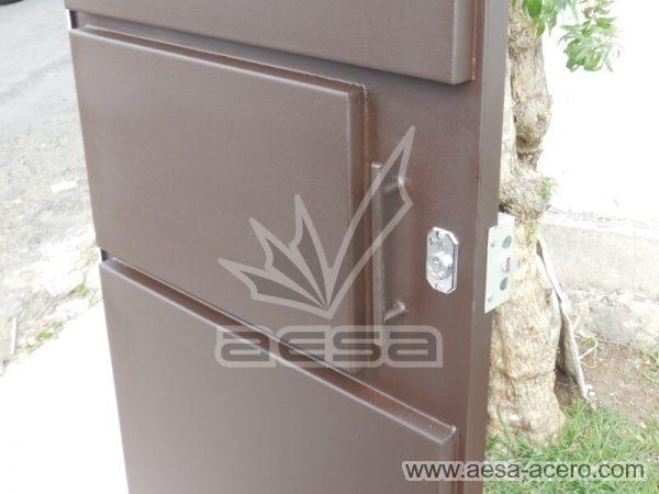1150-592-porton-moderno-minimalista-rectangulos-relieve-plegadizo-cuatro-hojas-manija-soldada