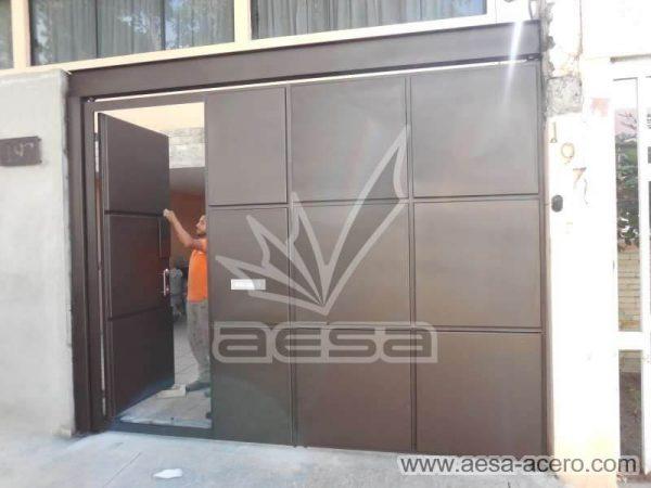 1160-593-porton-moderno-minimalista-rectangulos-relieve-salidos-viga-superior-puerta-disimulada-hoja