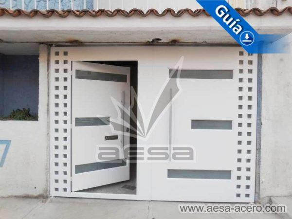 1170-117VG-porton-minimalista-vidrios-rectangulares-anchos-cuadricula-lateral-puerta-abierta-integra
