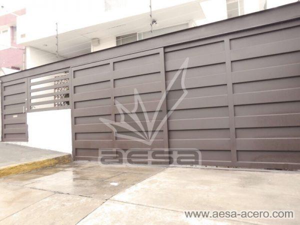 1180-599-porton-minimalista-paneles-rectangulares-viga-superior-aesa-acero
