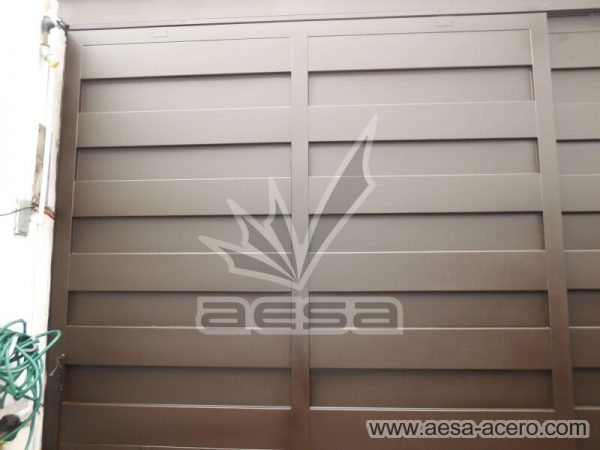 1180-599-porton-minimalista-paneles-rectangulares-viga-superior-doble-vista