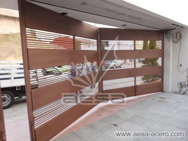 1210-5833-porton-moderno-charolas-relieve-rejilla-lomas-verdes-doble-vista-interior