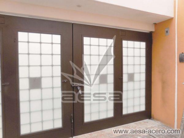 1250-511-porton-cuadricula-tubos-nudos-vidrio-chapetones-vista-por-dentro