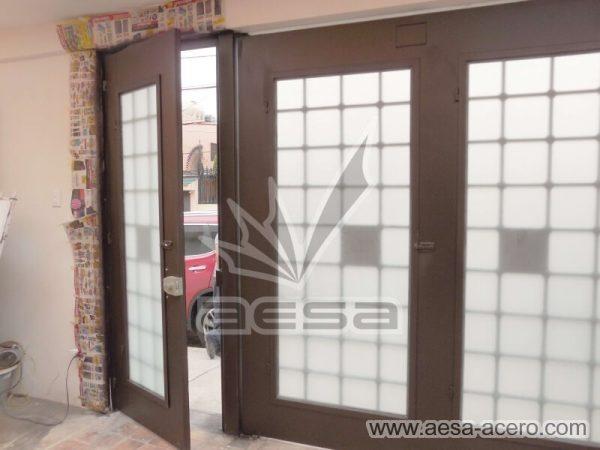 1250-511-porton-cuadricula-tubos-nudos-vidrio-chapetones-vista-por-dentro-puerta-abierta