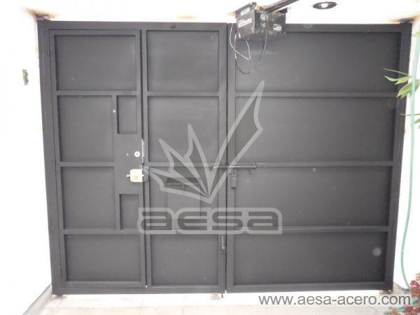 1260-591entalu-porton-moderno-recuadros-rectangulos-charolas-con-tiras-soleras-aluminio-con-puerta-vista-interior