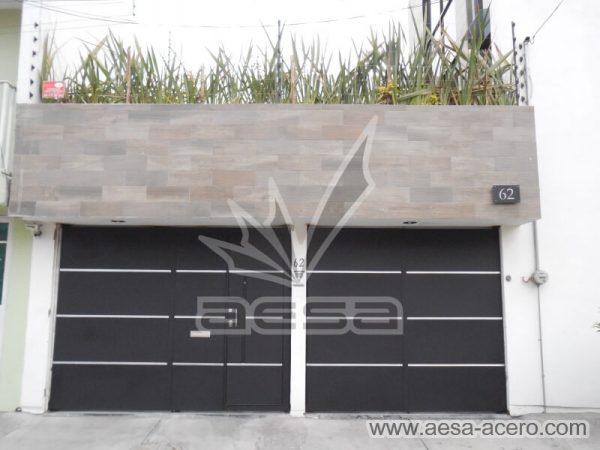 1260-591entalu-porton-moderno-recuadros-rectangulos-charolas-con-tiras-soleras-aluminio-fachada-frontal