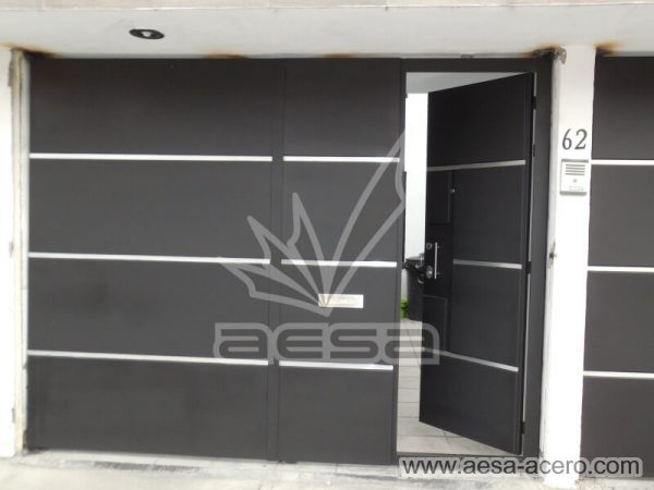 1260-591entalu-porton-moderno-recuadros-rectangulos-charolas-con-tiras-soleras-aluminio-puerta-peatonal-abierta