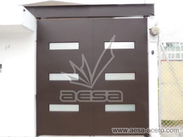 1280-512-porton-minimalista-vidrios-rectangulares-moderno-viga-superior-abatible-herreria